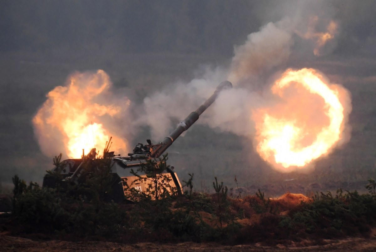 Howitzers open up during the Russia-Belarus Zapad 2017 joint strategic military exercises. Photo: AFP / Evgeny Biyatov / Sputnik