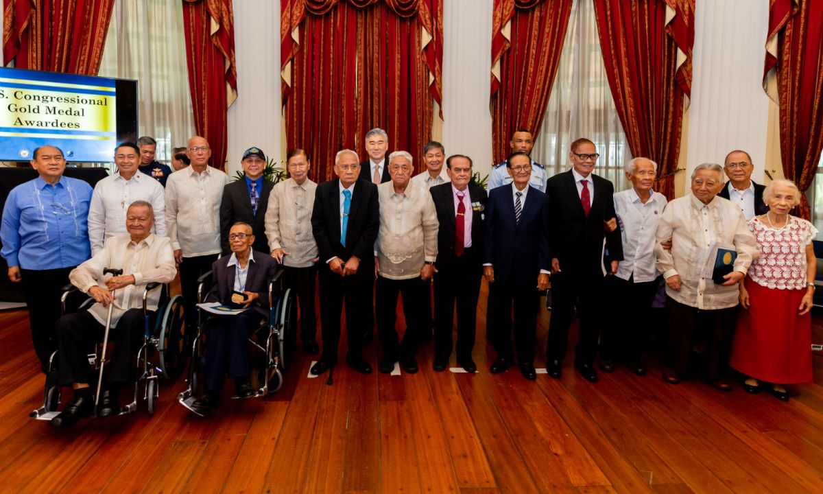 Thirteen Filipino World War II veterans were given the highest civilian honor by the United States Congress for their service in Bataan during the war. Photo: US Embassy in the Philippines