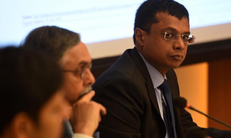 Flipkart的聯合創始人薩欽·班薩爾(右)出席新德里的電子商務部模型商品及服務稅法新聞發布會。相片:AFP / Money Sharma