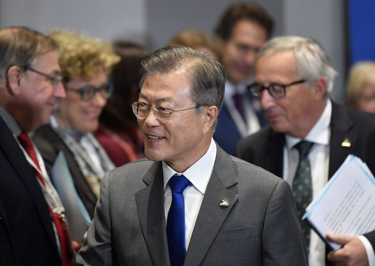 South Korea's President Moon Jae-in, front, and European Commission President Jean-Claude Juncker arrive at the EU-Korea summit at the European Council in Brussels on October 19. Photo: AFP
