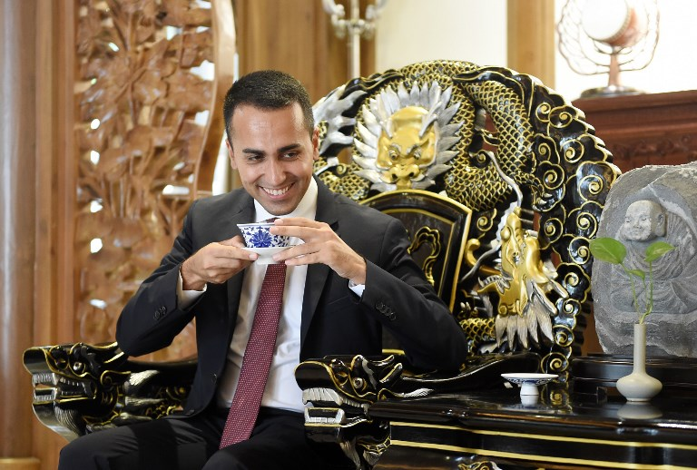 Luigi Di Maio, Deputy Prime Minister of Italy visiting the Daci Temple during his meeting with Chinese Vice-Premier Hu Chunhua. Photo: AFP