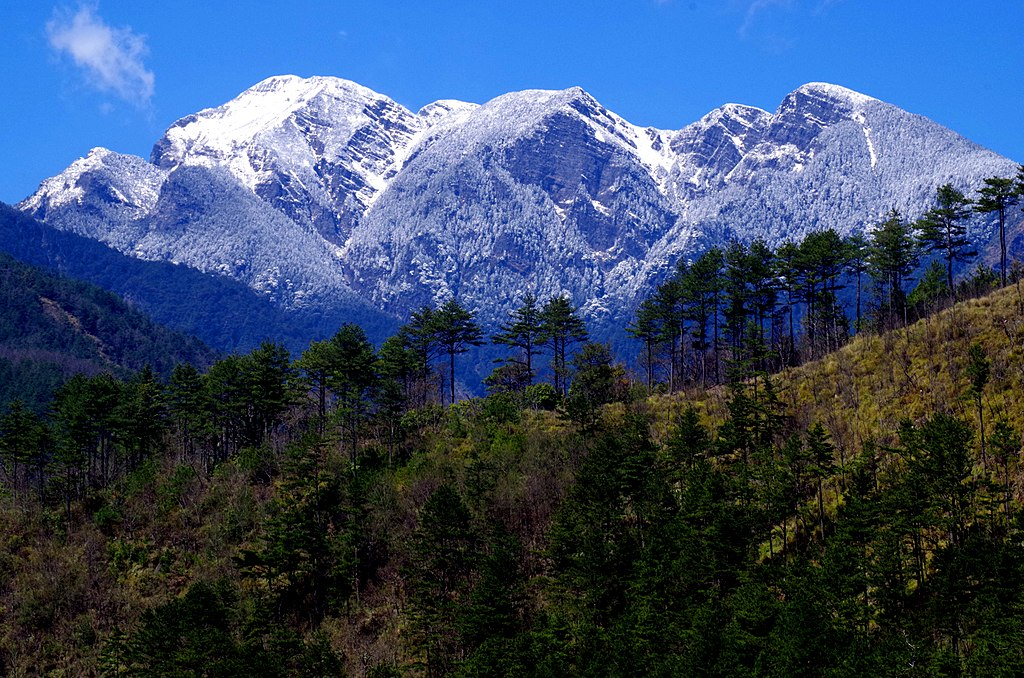 A panorama of the Hsuehshan Range in central Taiwan, where a key military lookout and radio surveillance station is located. Photo: WikiMedia