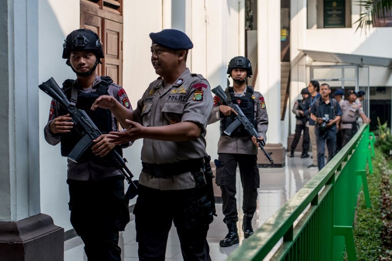 Armed police secure the South Jakarta court before a ruling against radical group Jemaah Ansharut Daulah (JAD) on July 31, 2018. Photo: AFP / Bay Ismoyo