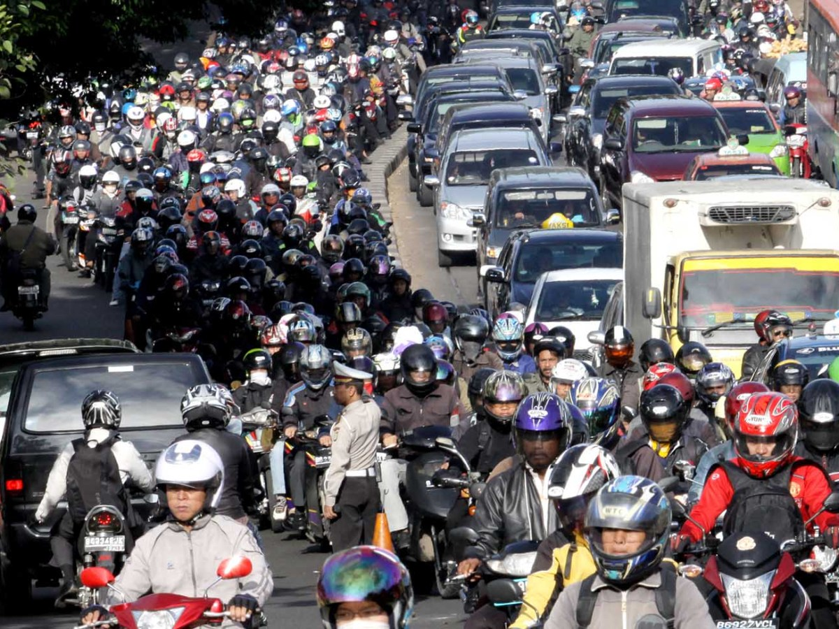 A rush hour traffic jam in a major thoroughfare of west Jakarta. Photo: iStock