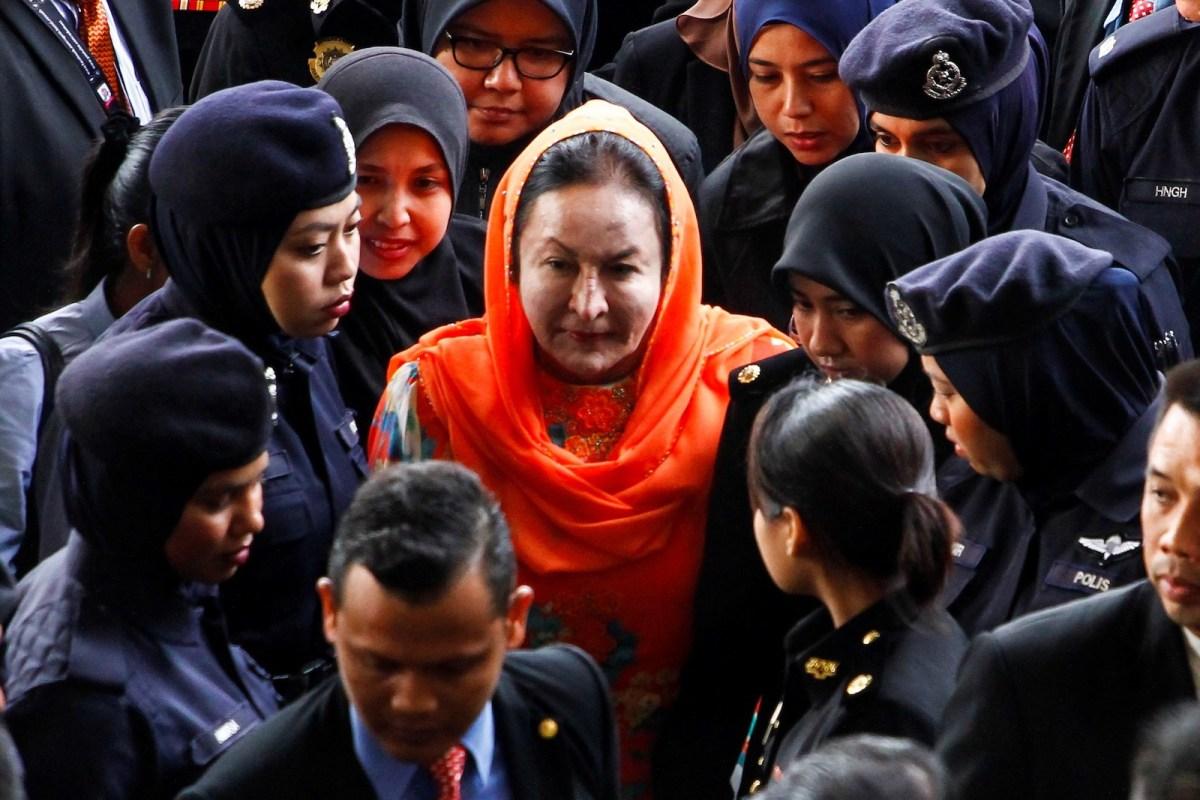 Rosmah Mansor (C), wife of former Prime Minister of Malaysia Najib Razak, arrives at Kuala Lumpur High Court on October 4, 2018. Photo: Anadolu Agency via AFP Forum/Adli Ghazali