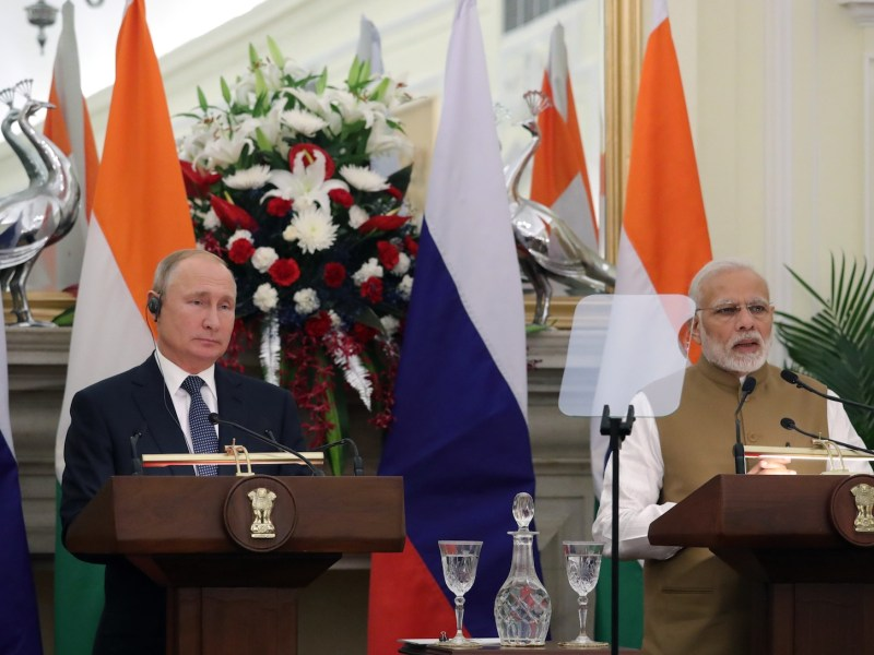 Russian President Vladimir Putin and Indian Prime Minister Narendra Modi during a media briefing in New Delhi where they also signed the S-400 air defense missile system deal. Photo: AFP / Mikhael Klimentyev / Sputnik