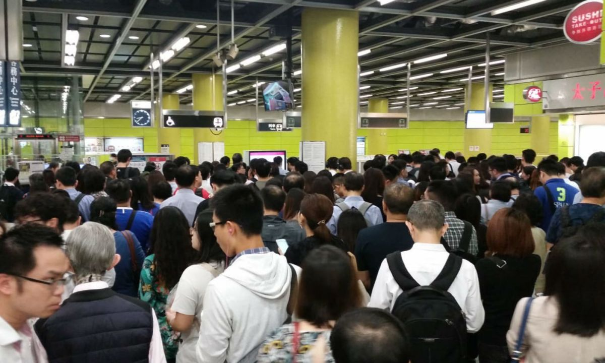 Crowds at Tiu Keng Leng Station on Tuesday morning. Photo: Asia Times
