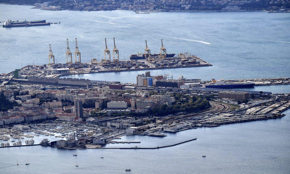在東北意大利城市的里雅斯特在亞得里亞海(Adriatic Sea)的港口和商業港口鳥瞰圖。照片攝於2017年10月。相片:AFP / Alberto Pizzoli