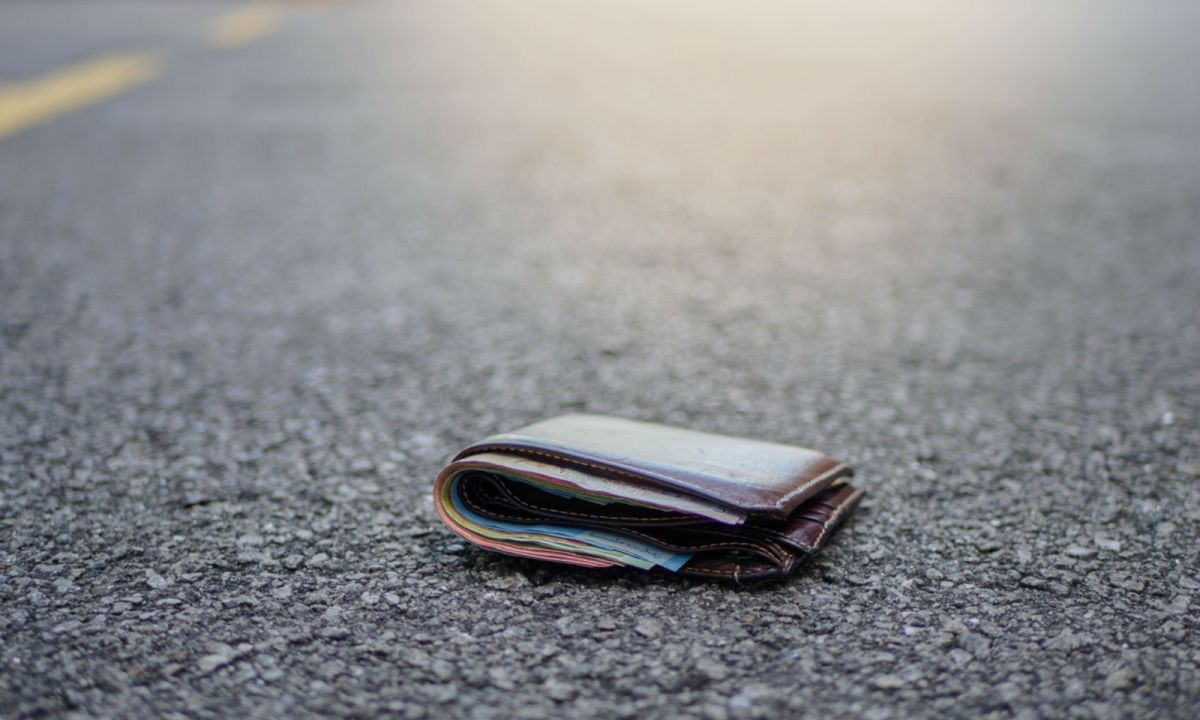 The domestic worker spotted a wallet on a street, picked it up and eventually returned it to the owner. Photo: iStock