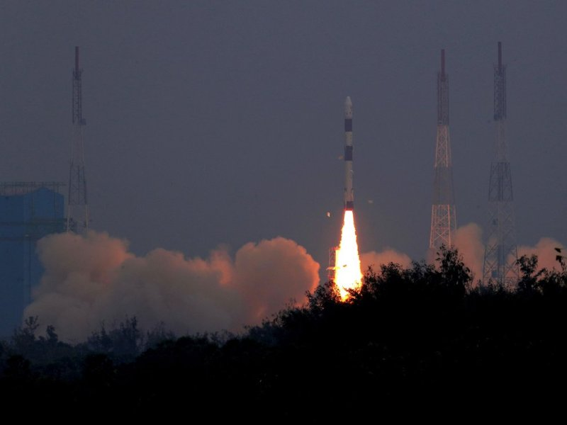 Indian Space Research Organization posted the lift-off image of the PSLVC43 carrying 31 satellite on board. Photo: Twitter @isro