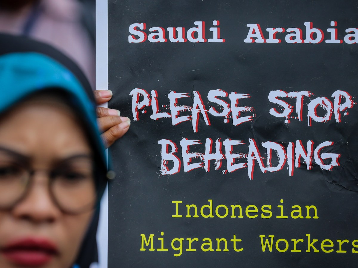 """Indonesian activists protest about the execution of Indonesian migrant worker Tuti Tursilawati in front of the Embassy of Saudi Arabia at Jakarta, Indonesia, on Friday, November 2, 2018. Photo"""" AFP via NurPhoto/ Andrew Lotulung"""