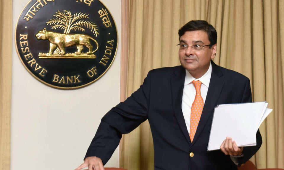 印度儲備銀行行長帕特爾於2018年6月6日抵達孟買銀行總部舉行新聞發佈會。有傳聞指他可能是第二個被莫迪拋棄的央行行長。相片:AFP