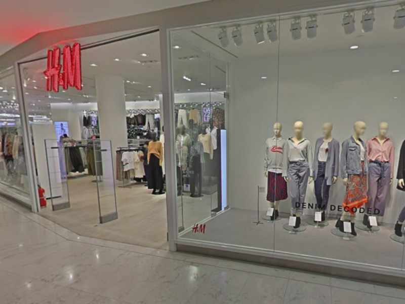 The H&M store the four allegedly tried to steal from in Bangkok. Photo: Google Maps
