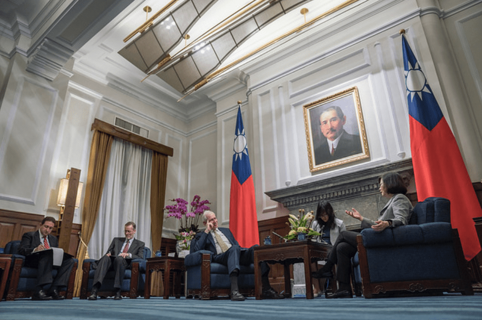 American Institute in Taiwan chairman James Moriarty, center, talks with Taiwanese President Tsai Ing-wen in Taipei on Tuesday. Photo: Handout