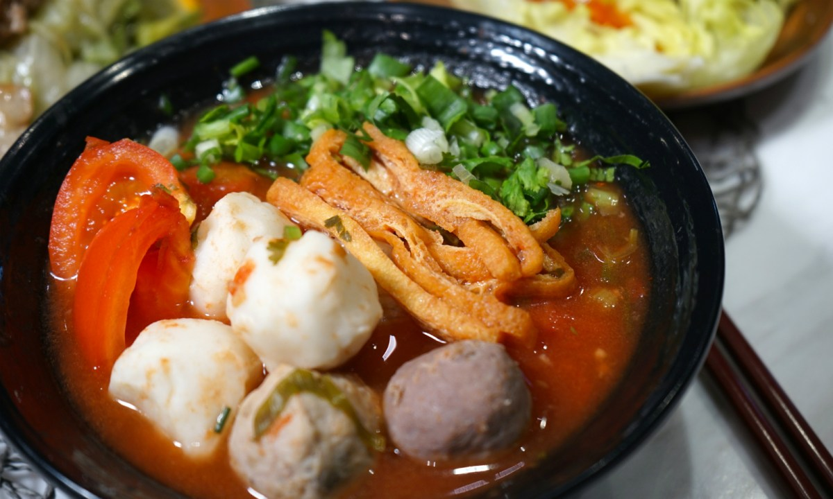 Beef balls and spring rolls in tomato soup Photo: Nam Kee