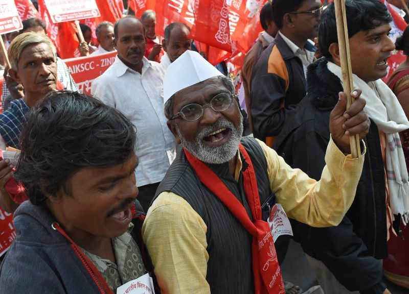 2018年11月30日,農民在新德里參與由組織AIKS和印度共產黨(馬克思主義者)以及其他左翼團體發起的遊行,他們呼籲印度議會支持親農民立法。相片:AFP / Money Sharma