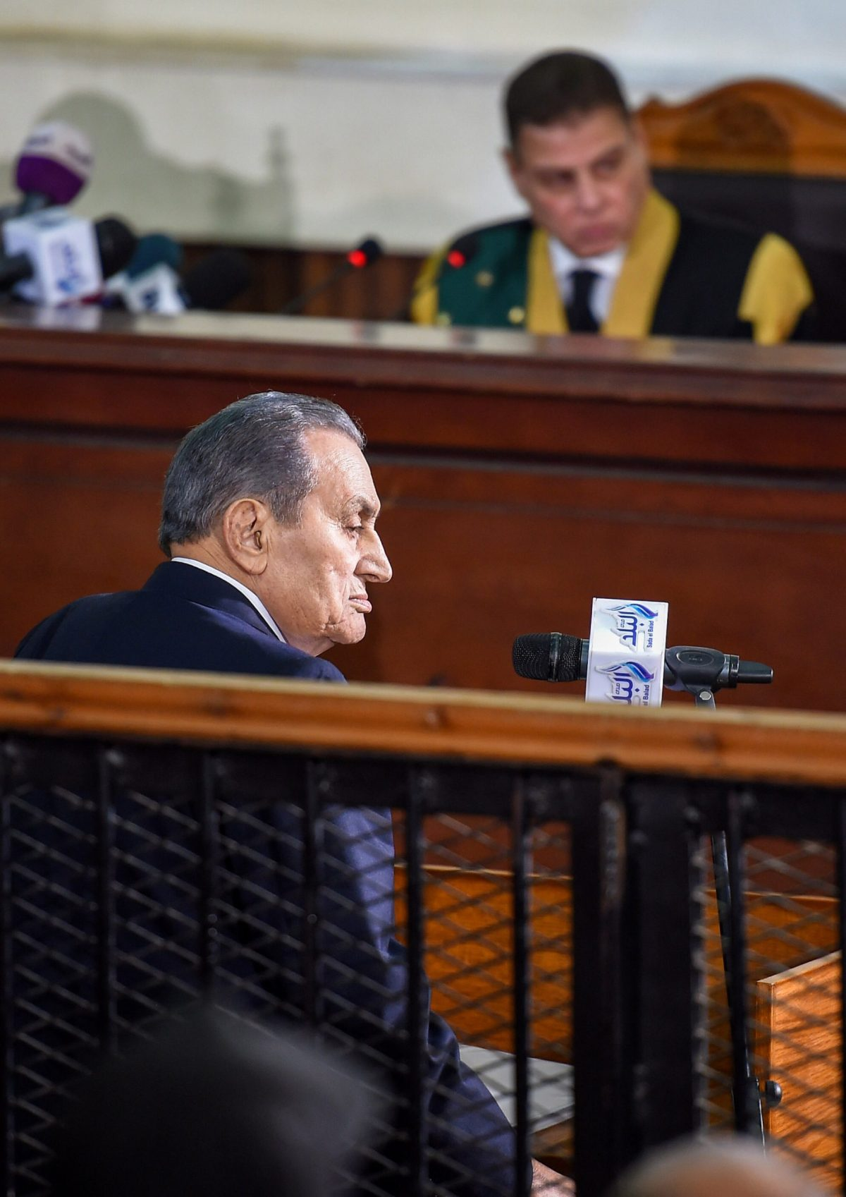 الرئيس المصري السابق محمد حسني مبارك يدلي بشهادته في إعادة محاكمة قادة جماعة الإخوان المسلمين بتهمة التخطيط لاقتحام السجون في 2011 في 26 ديسمبر/كانون الأول 2018. صورة: Mohamed el-Shahed / AFP