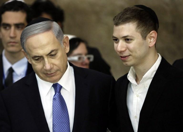 رئيس الوزراء الإسرائيلي بنيامين نتنياهو وإبنه يائير في القدس. صورة : AFP