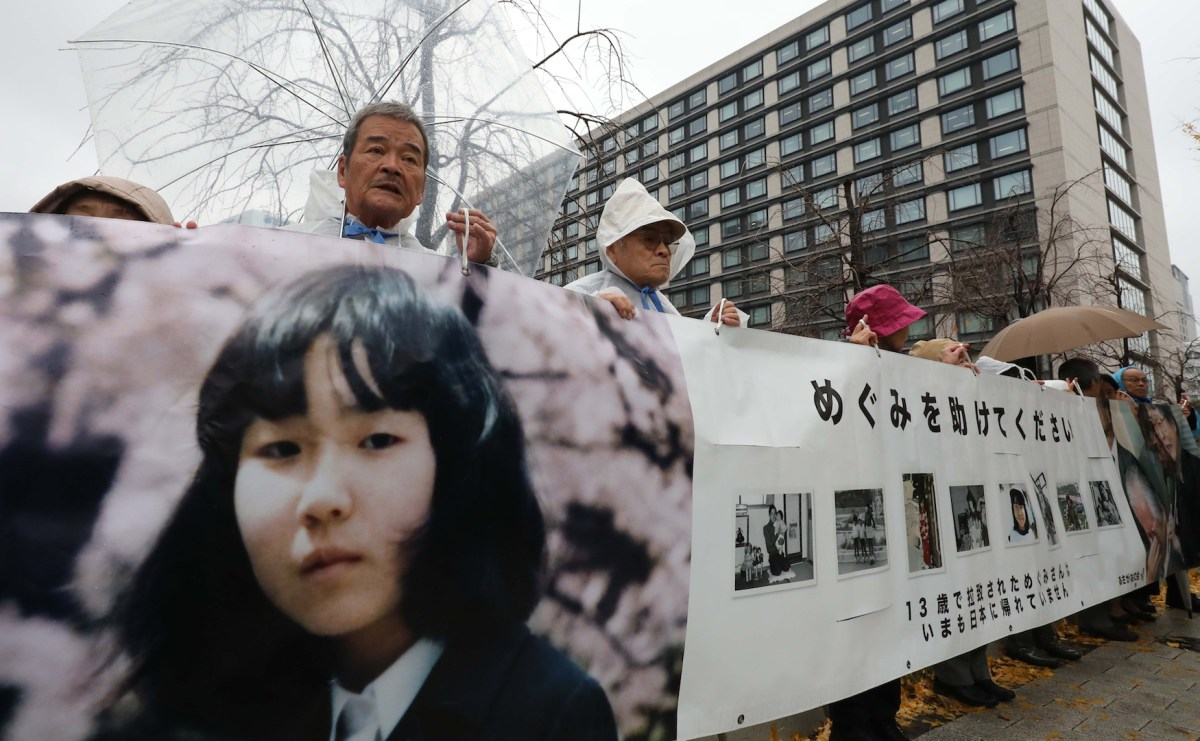 Members of Asagaonokai, a group to support North Korea abductee Megumi Yokota's parent, appeal for victims of North Korea's abduction in Tokyo on Dec. 6, 2018. Photo: Ichiro Ohara / Yomiuri Shimbun