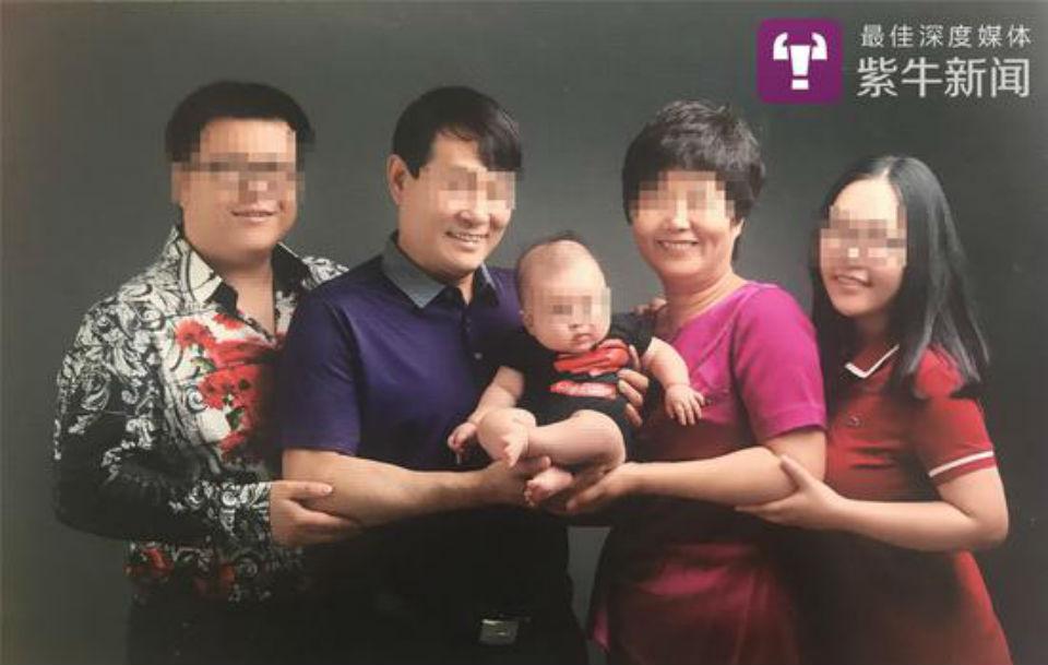 張某(最左),小潔(最右)。相片:紫牛新聞