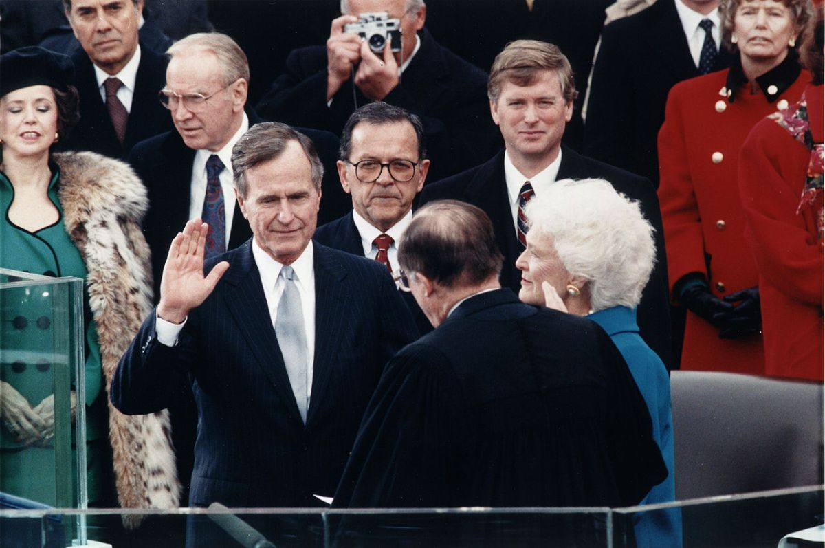 Chief justice William Rehnquist administers the Presidential Oath of Office to George H W Bush during his January 20, 1989, inauguration ceremony at the United States Capitol. Photo: Wikipedia