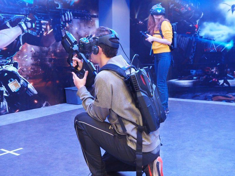 لكي تنجو من ألعاب الواقع الافتراضي، تحتاج إصبع سريع ومعدة قوية. صورة: Ophelie Surcouf/Asia Times