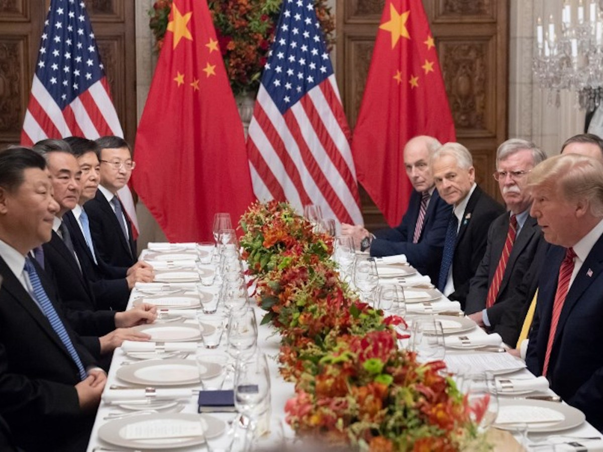 US President Donald Trump (right) and China's President Xi Jinping (left) chat before their dinner date at the G20. Photo: AFP / Saul Loeb