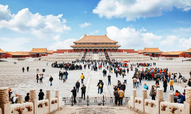 前往北京故宮博物院的入口,大量遊客聚集在寺廟的前面。相片:iStock