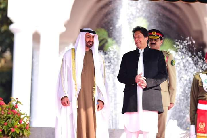 Pakistan Prime Minister Imran Khan and UAE Crown Prince Sheikh Muhamed bin Zayed Al Nahyan attend a welcome ceremony on Sunday. Photo: Twitter/@pid_gov