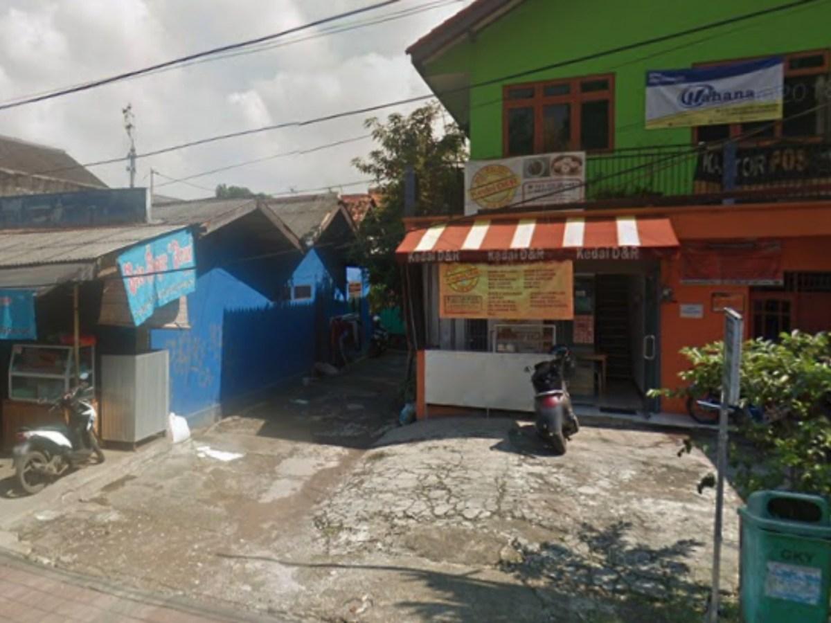 Jalan Raya Bintaro in South Tangerang, Indonesia, where the inebriated marksman shot himself in the foot. Photo: Google Maps