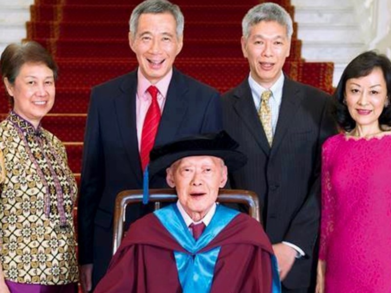 A file photo of Singapore's ruling Lee family in happier times, with deceased national founder Lee Kuan Yew at center, Prime Minister Lee Hsien Loong (C-L), Lee Hsien Yang (C-R) and Lee Suet Fern (R). Photo: Facebook