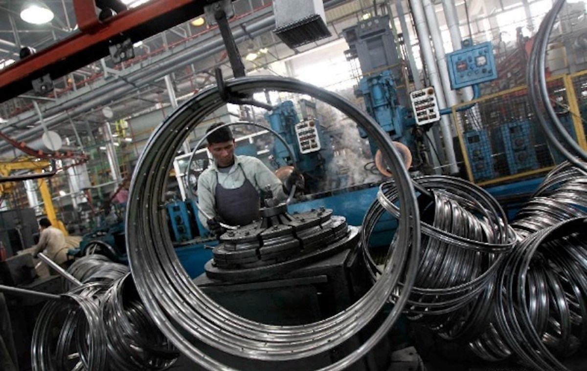Why manufacturers are not rushing from China to India