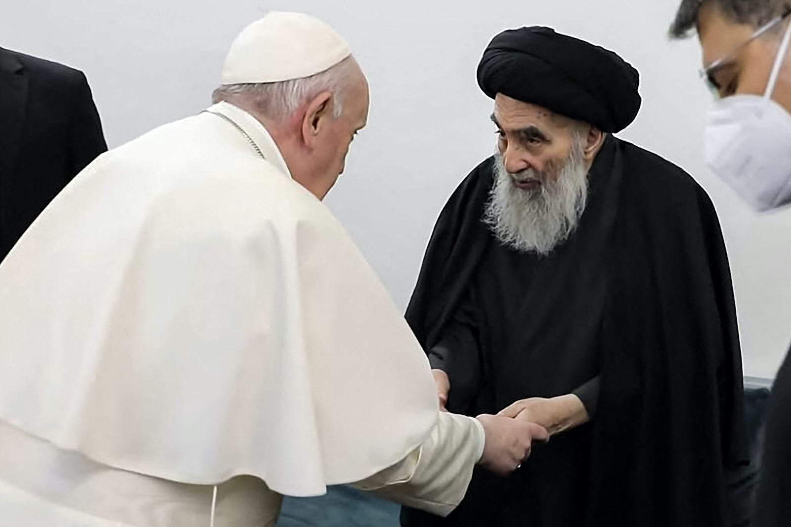 Iraq's most revered Shiite cleric, Grand Ayatollah Ali al-Sistani, at his home in the holy city of Najaf, receives Pope Francis on March 6, 2021. Photo: AFP/Ayatollah Sistani's Media Office