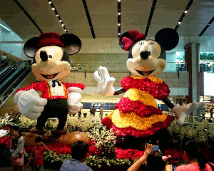 Things To See In Singapore - Changi Airport Kinetic Rain - Mickey & Minnie Mouse photo op at Changi Airport
