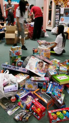Over 900 toys are collected