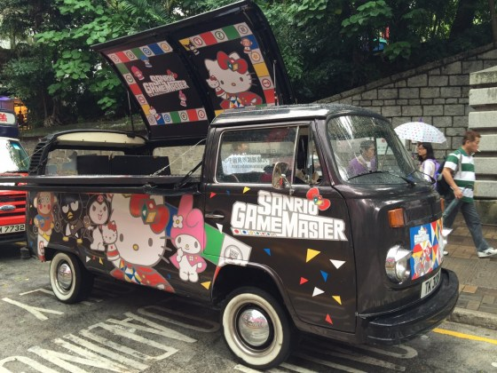 Sanrio Game Master Roving Car awaits you on the Street. There have a mini game and the limited edition Sanrio Game Master fan as the mini present for you.