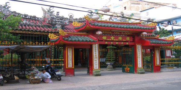 SPIKE IN CHINESE TOURISTS PRESENTS NEW CHALLENGES FOR VIETNAM