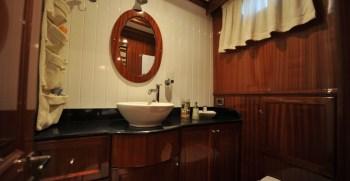 Queen of Datca – Twin Cabin Bathroom
