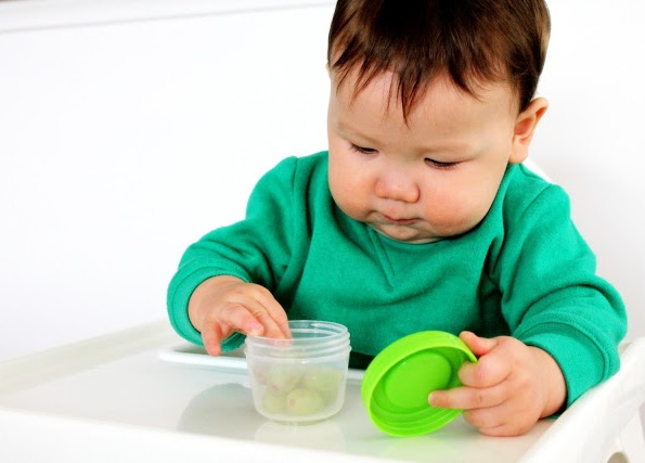 Baby Food Movers Food Tubs in Use