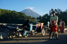 unser Gespann an Javas höchstem Vulkan Semeru