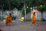 Mönche am Wat Chana Songkhram, Bangkok