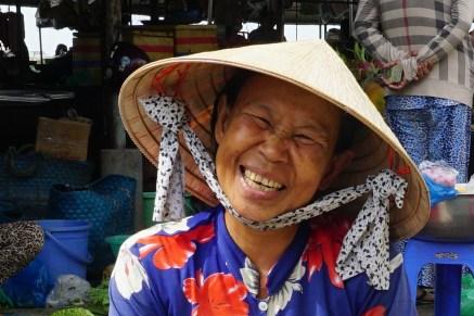 in Südvietnam noch häufig zu sehen; Kegelhut (hier Non La)