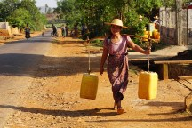 alles Wasser wird von einer zentralen Stelle im Dorf geholt