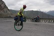 Ed Pratt aus England will mit dem Einrad um die Welt fahren