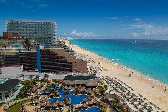 sargazo en las playas de Cancún
