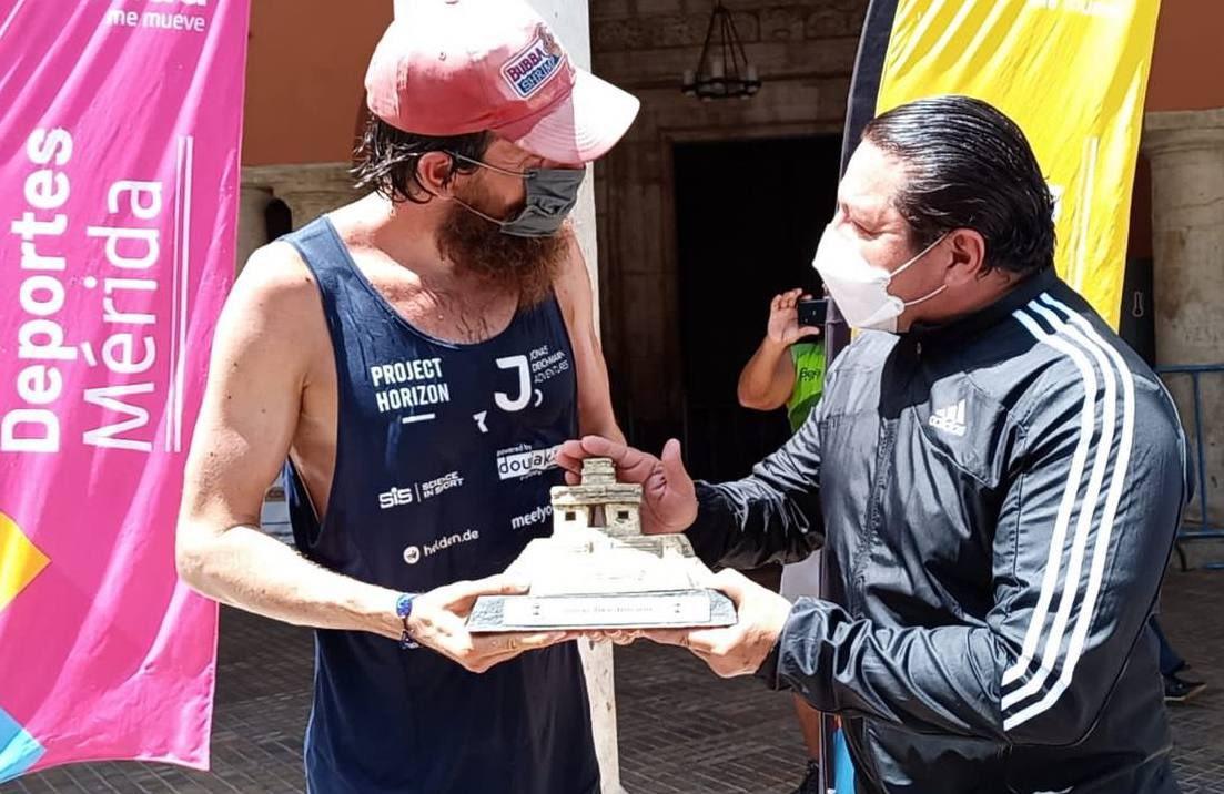 Jonas Deichmann-Mérida-Jesus Aguilar y Aguilar