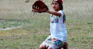 Las Diablitas de Hondzonot un peculiar equipo de softbol