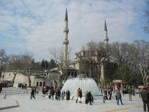 I think I'll show this fountain in another post - MUCH more crowded with Turkish toursits.