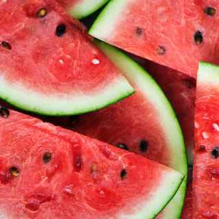 The Health Benefits of Watermelon has properties. Watermelon, it helps digestion, contain magnesiumMagnésium, rich in vitamin C, improve skin