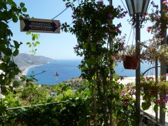 A pretty stop-over shed up Taormina, with a restaurant below.